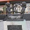 Скульптурная композиция «Колыбель мира» (1992) на ул. Красноармейской, 5