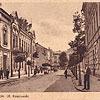 Вулиця Косцюшко, 1930-ті рр. (листівка, зображення з сайту <a href=&quot;http://artkolo.org&quot;>artkolo.org</a>)